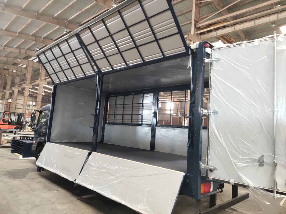 Xe tải chở pallet Hyundai EX8L thùng cánh dơi 7 Tấn